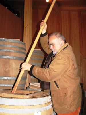 Mindestens drei Jahre lagern die exquisiten Essige bei Joško Sirk im Bariquefass