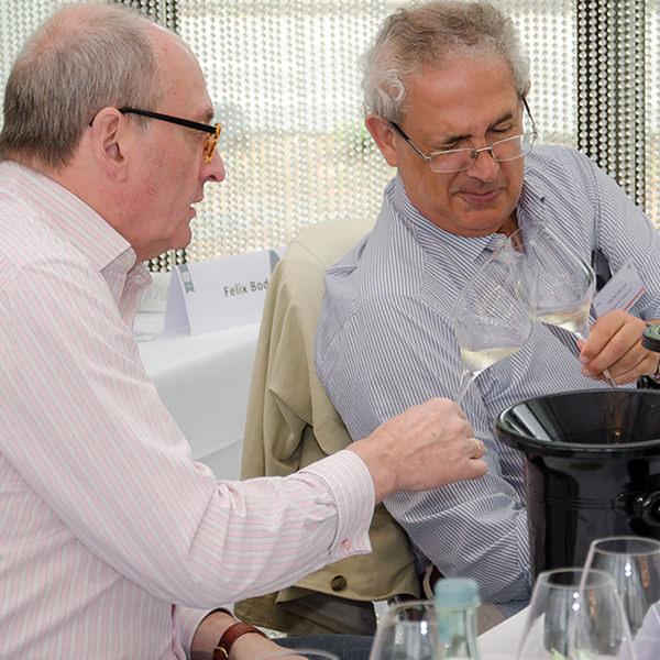 Armin Diel und Michel Bettane mitten im Verkostungsgeschehen