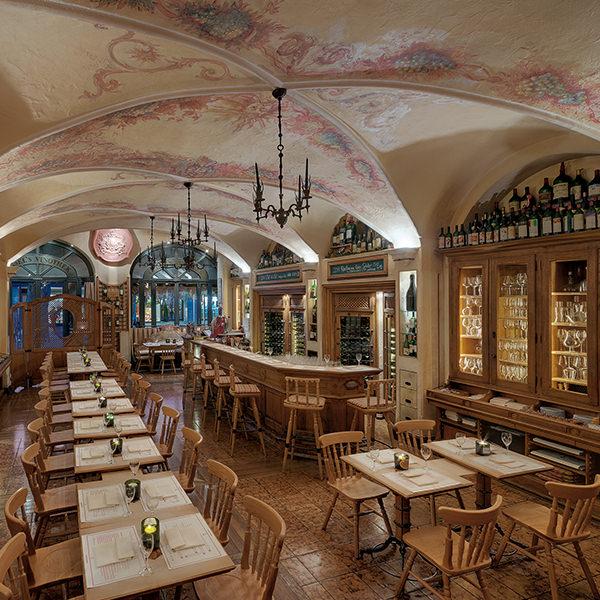 Rustikal und gemütlich - Die Innenausstattung von Geisel's Vinothek