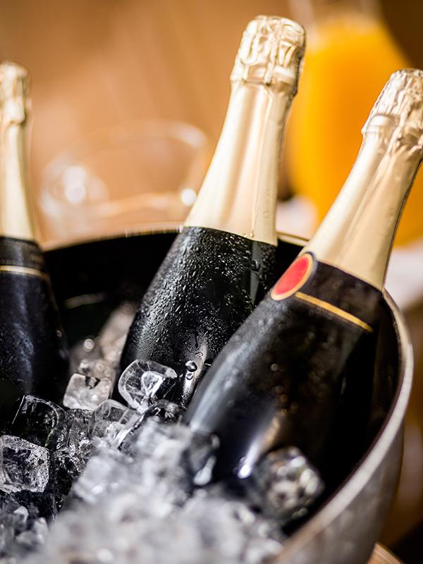 Champagner sollte auf die richtige Trinktemperatur gebracht werden