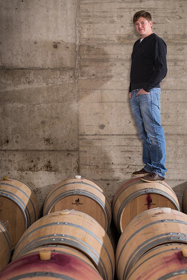 Kellermeister Markus Schneider, sein Bruder Ralf und Cousin Jochen leiten das Weingut bereits in dritter Generation