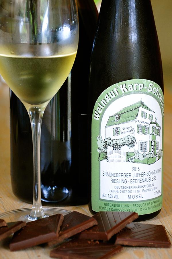 Die 2015er Riesling Beerenauslese vom Weingut Karp-Schreiber harmoniert mit der Lindt Excellence Lime Intense