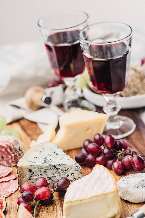 Käse- und Wurstspezialitäten zum Wein