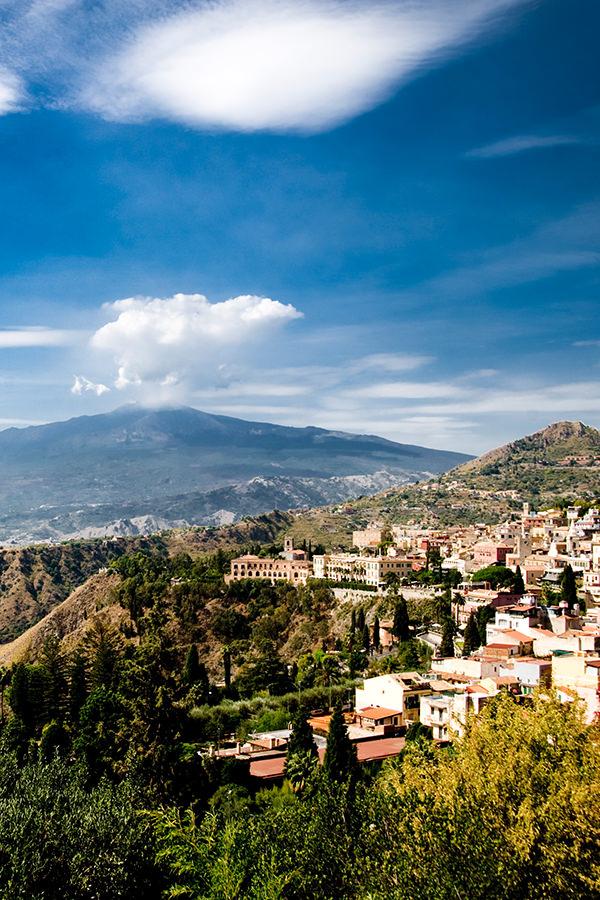 Sizilien: Der Vulkan Ätna im Hintergrund
