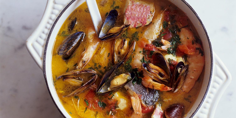 Raffinierte Bouillabaisse mit Aioli und Baguette