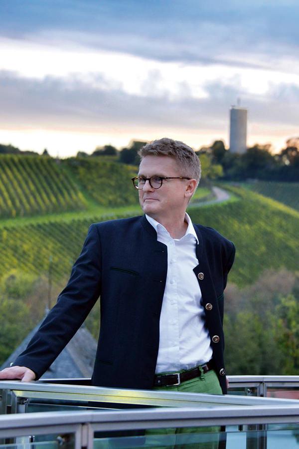 Wilhelm Weil vor dem Turmberg