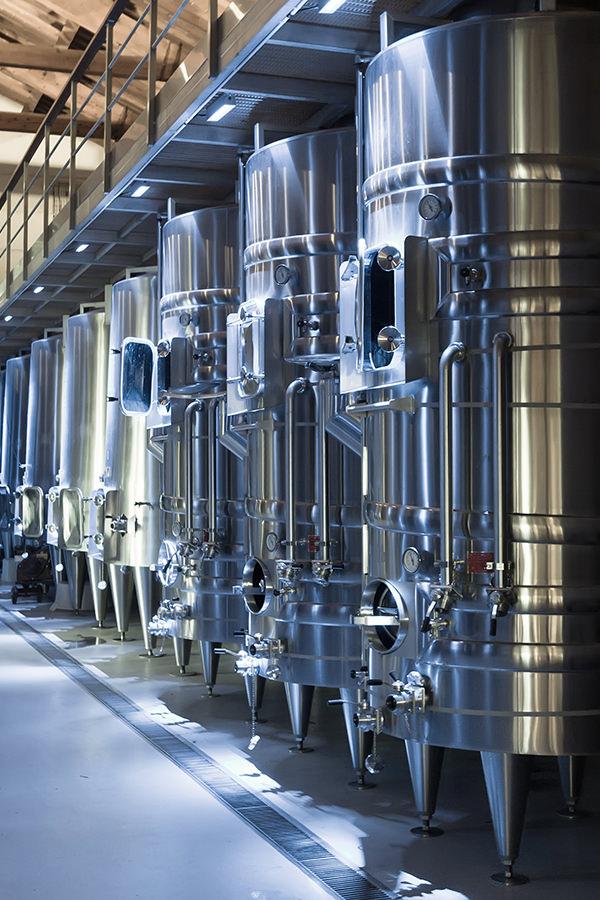 Weinausbau im Stahltank