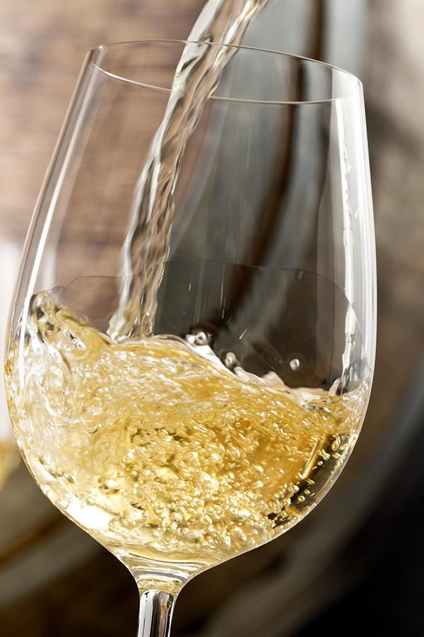 Erfrischender Weisswein für warme Sonnertage