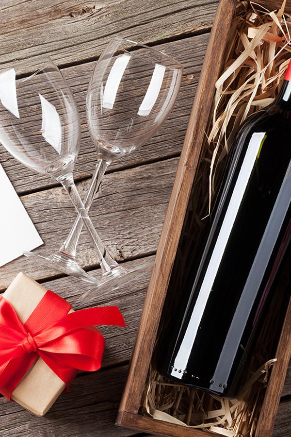 Ein ausgewählter Wein als Geschenk macht Freude