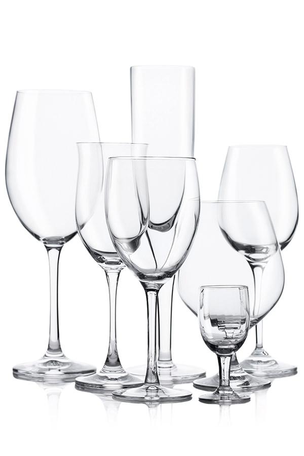 Unterschiedliche Gläser für individuelle Weine