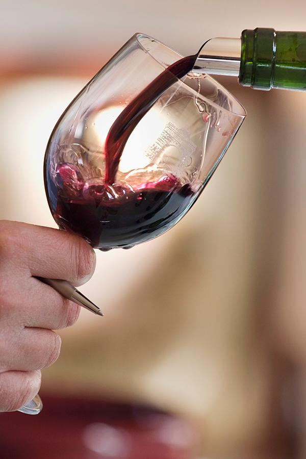 Weinliebhaber aufgepasst: Das Produktionsniveau in vielen Ländern ist historisch gering.